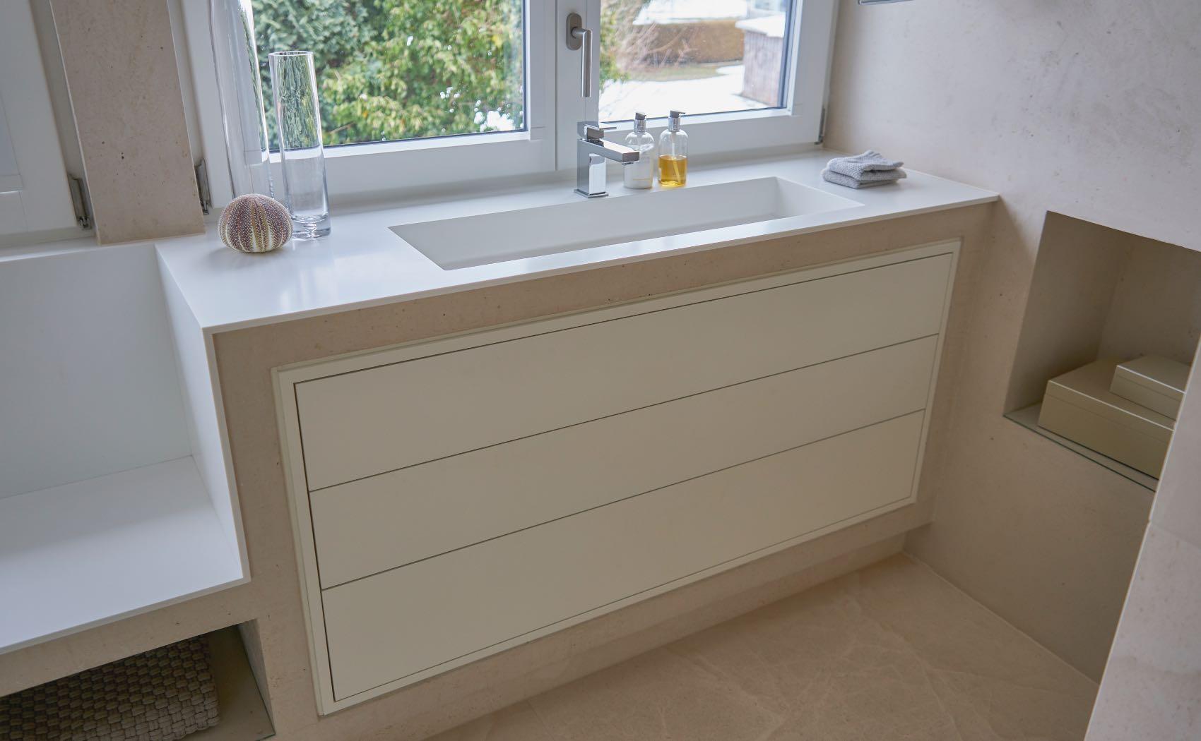 Vollintegrierter Badschrank mit Becken aus Corian