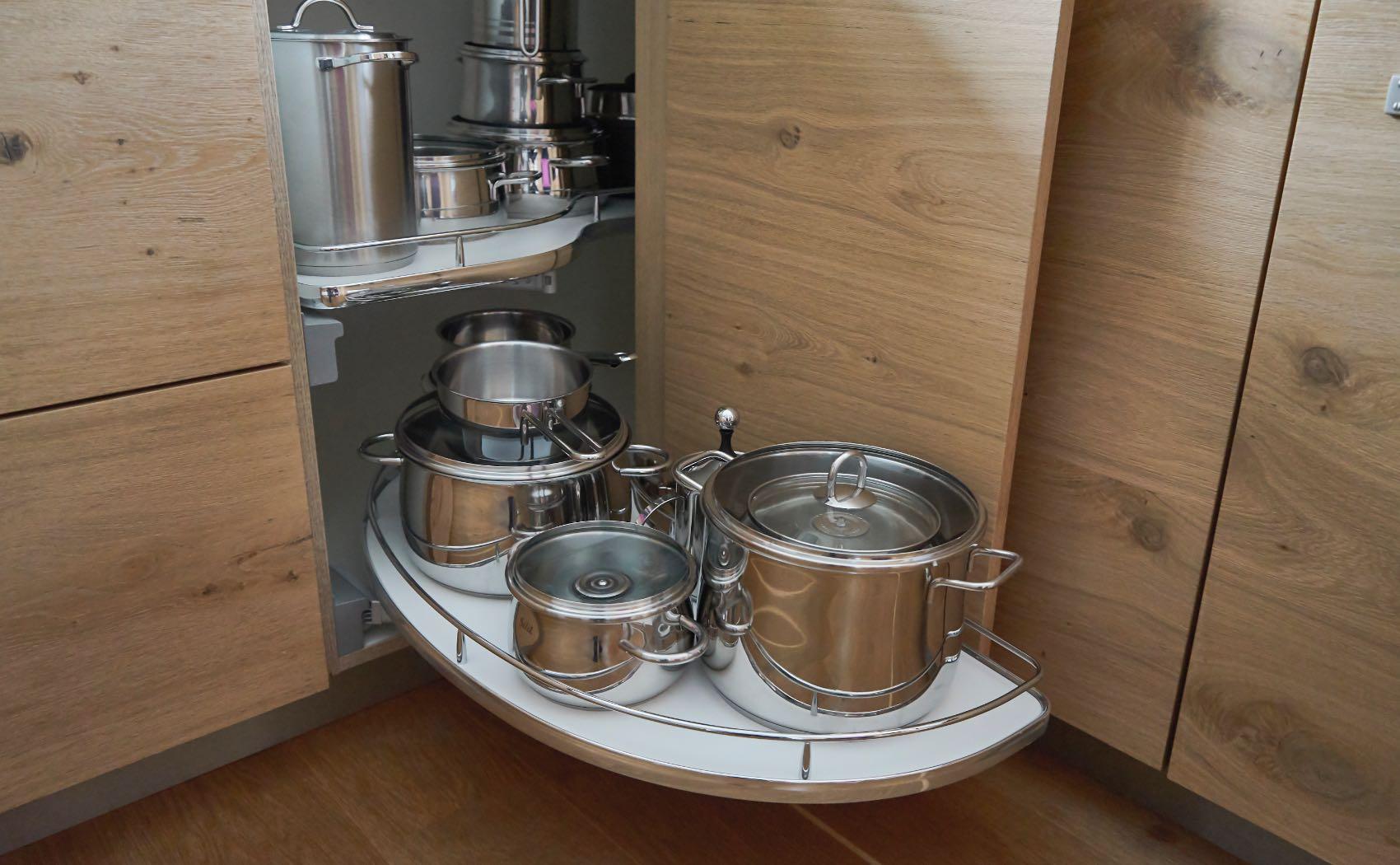 Topfkarussell in Einbauküche