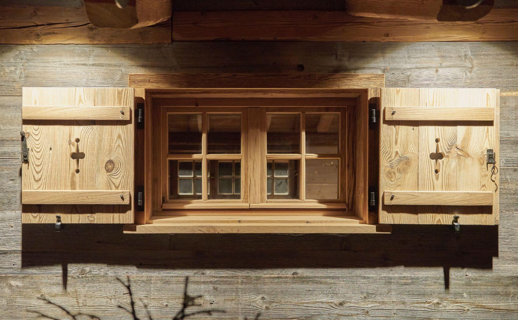 Fenster einer Saunahütte