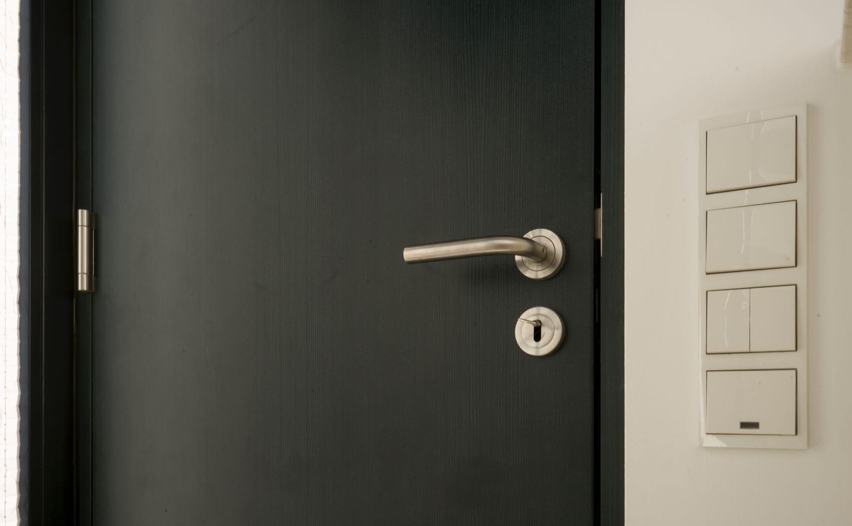 Maßgefertigte Zimmertüre - Fichte grün gebeizt